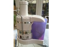 JUICER - electric, white, easy to use, great condition