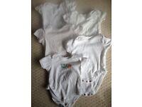 10 x UNISEX SHORT SLEEVED BODYSUITS, AGE 0-3 MONTHS