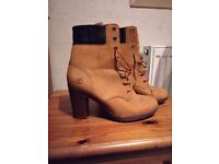 Timberland 6 inche female boots sze 7