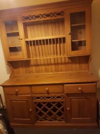 Very beautiful pine dresser in a very good condion