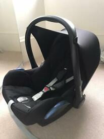 Maxi Cosi CabrioFix baby car seat w. Isofix base