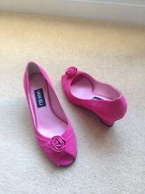 Van Eli Bright Pink Ladies Shoes - Size 5