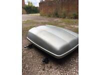 Motorworld roof box with Halfords roof bars