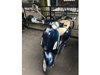 Vespa Primavera 125 ABS 2015 in a great condition! Including 3 helmets, 2 chains and alarmed lock!