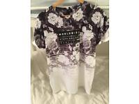 Men's River Island Size Medium t-shirt