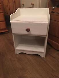 SHABBY CHIC BEDSIDE TABLE £10