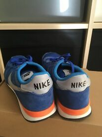 Nike Internationals Size 7 Blue