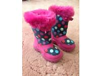 Girls padded snow boots size 7
