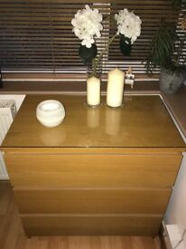 Chest of 3 drawers+top glass in excellent condition!