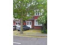 Small single room in shared Watford house near Junction Station & Town Centre; bills included