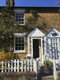 A Charming 2-Bed Cottage with Court Yard