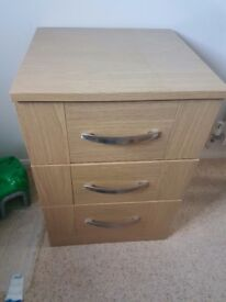 Chest of drawers with soft closing drawers