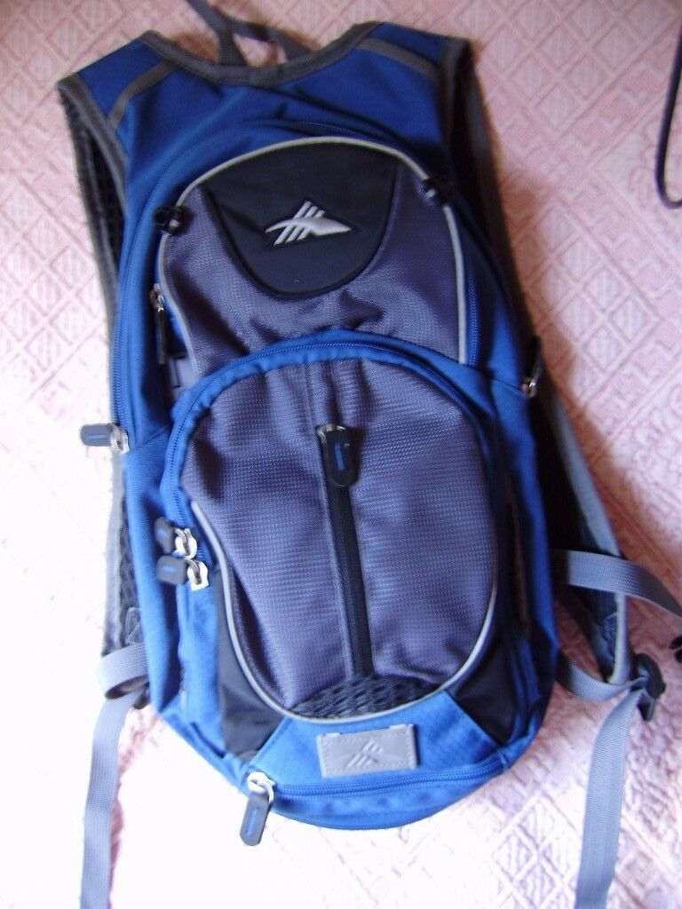 Backpack, HIGH SIERRA 5L Hydration Backpack Air Flow Cooled Back Hiking Camping, as new