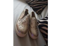 Pair of genuine shoes from Steve Madden size 5