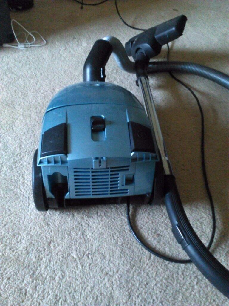 Electrolux powerlite 1800w vacuum cleaner