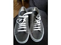 Vans size 7casual grey canvas shoes in vgc only worn once indoors