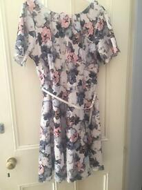 BNWT Floral dress size 18