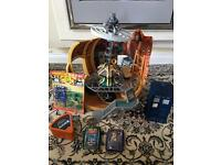 Toys Doctor Who bundle including Tardis, top trumps