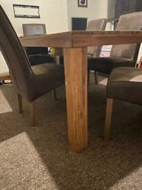 Table x6 chairs