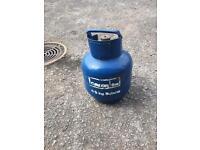 Gas bottle. (Aprox 1/2 -3/4 gas )