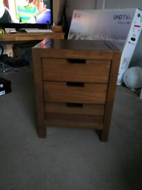 2 Chests of Drawers and 2 Bedside Tables (Hardwood)