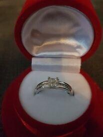 9ct White Gold 0.33ct tw Diamond Set Shoulder Ring