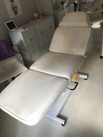 Manual beauty/medical couch
