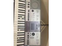 Yamaha PSR-E413 keyboard with stand in excellent condition