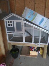 Guniea pig hutch Inc off ground stand in good condition