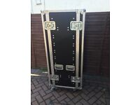 5 Foot 6 Inch Flight Case On 4 x Wheels/castors Used In VGC Can Be Locked