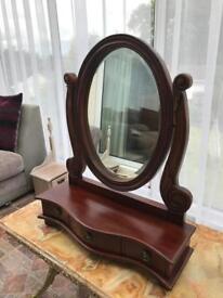 Cachet design mirror dressing table
