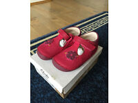Brand new Clark girl red shoes sized 4.5