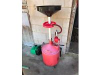 Oil drainer with pump