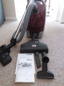 Miele cat & dog 6000 hoover complete with attachments but no bags... barely used
