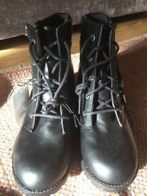 Women's/ladies military boots NEW size 4