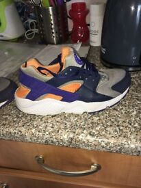 Nike haraches woman's size 5 , good condition