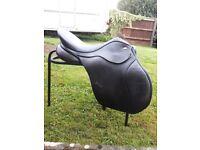 Black 17.5 inch medium GP kent and Masters saddle