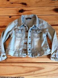 Pretty jean jacket 2-3 years