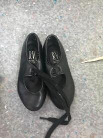 Tap shoes baby sized 6-7