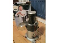 Juicer - Breville Deluxe Juice Extractor model JE2. Excellent condition with instructions and box