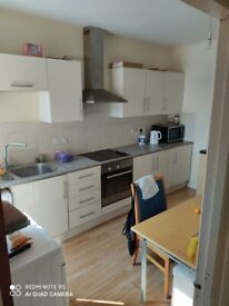 One double and One single bedroom to let with ensuite