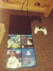 PlayStation 4 , 2 pads and games