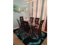 Dining table and 6 chairs (lovely set)