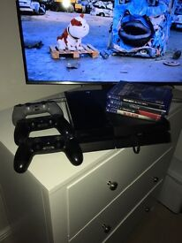 Ps4 with 4 games and 3 controllers