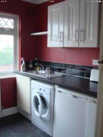 2 large rooms with private kitchen and bathroom to rent - £850 incl bills. 2 friends wanted.