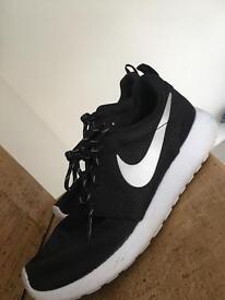 Nike Roshes Size 4