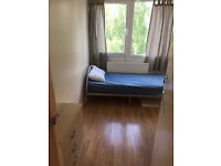 Single room available now in clean flat, close to shops, Buses, Library, GYM *** no extra ***