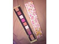 Pigmented eyeshadow palette makeup