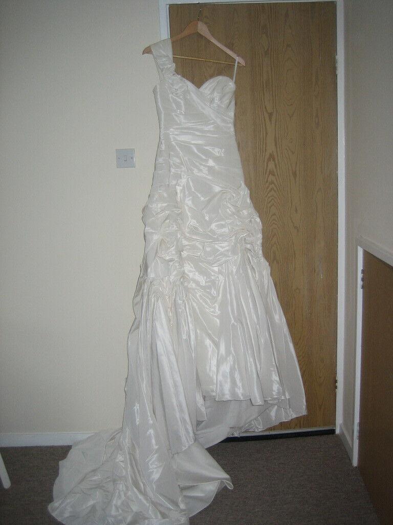 8fc8ab0df1ac Wedding dress for sale- size 8- one shoulder design