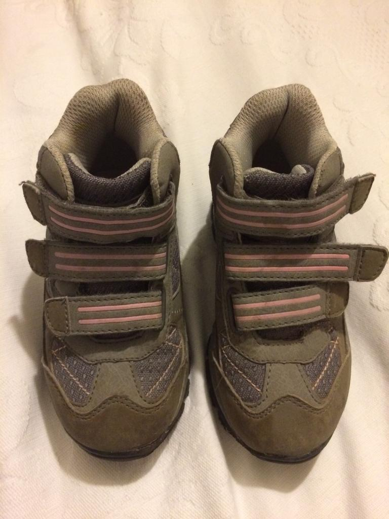 Girls walking Boots size 9 good condition